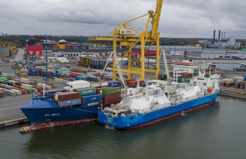First ship-to-ship SIMOPS LNG bunker operation in the Port of Helsinki